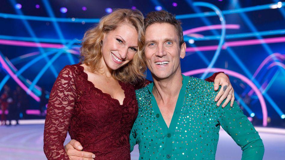 Janni Hönscheid und Ehemann Peer Kusmagk in der Sat.1-Show »Dancing on Ice« (Archivbild)