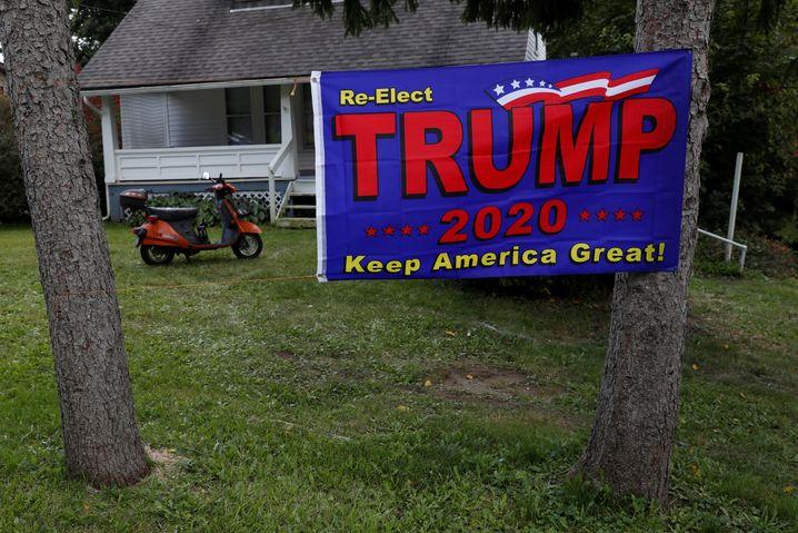 """Banner eines Trump-Unterstützers in Ohio: """"Er wird nicht einmal ein Lippenbekenntnis für die Idee abgeben, friedlich die Wahl zu verlieren"""""""
