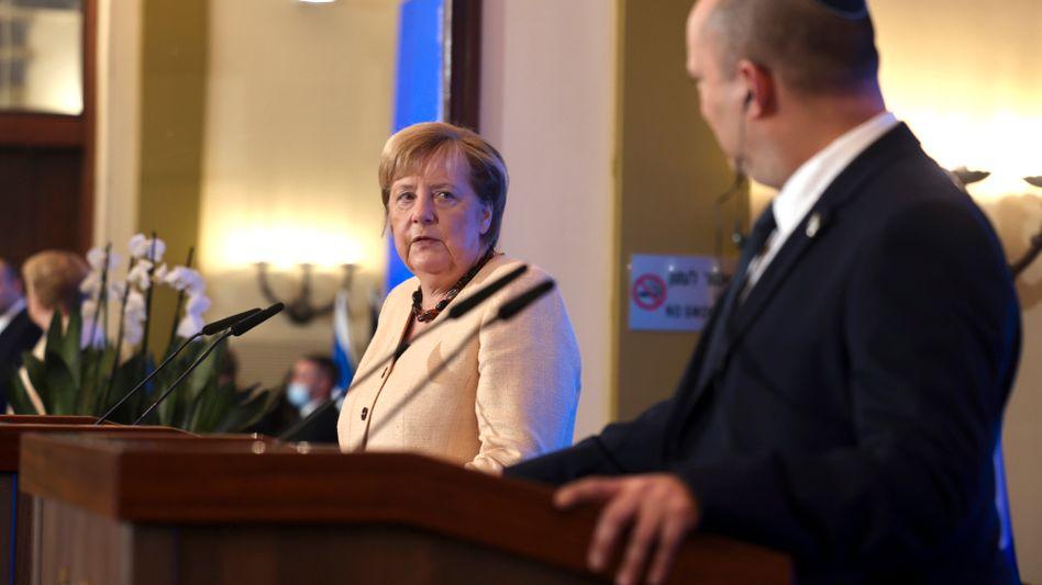 Merkel und Bennett fanden bei einer gemeinsamen Pressekonferenz herzliche Worte