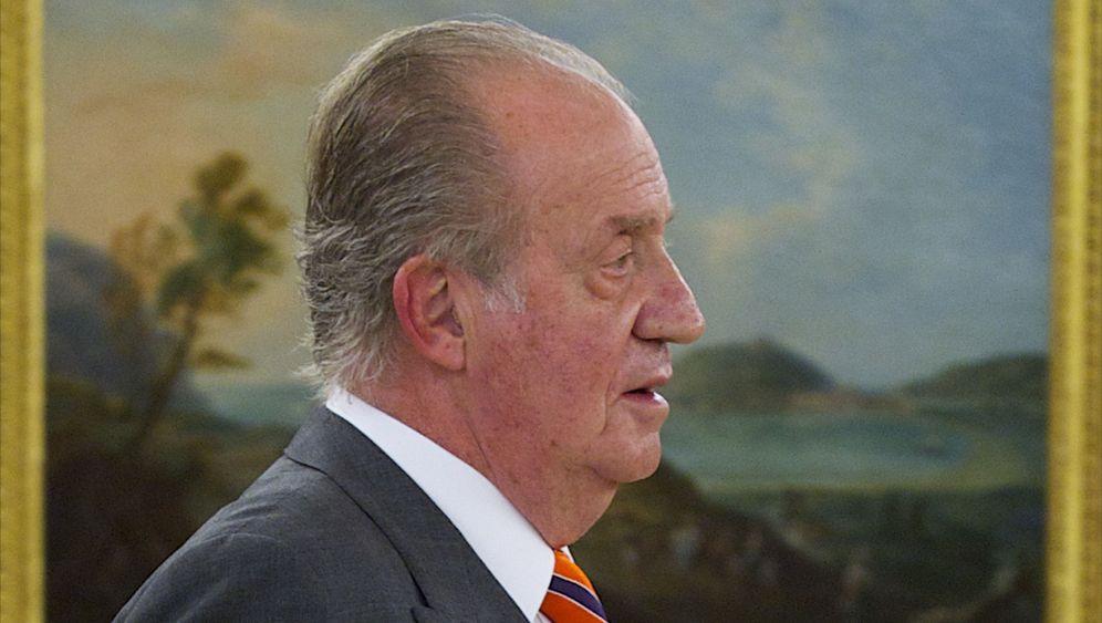 Photo Gallery: Spain Begins to Doubt Juan Carlos
