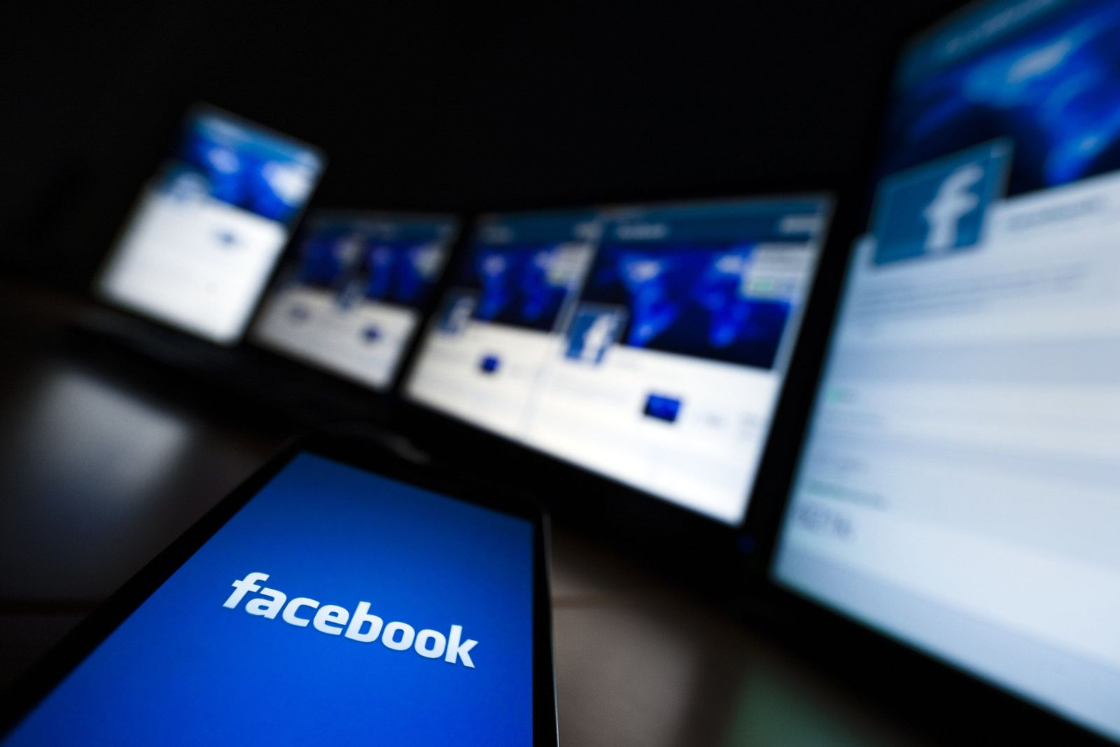 Facebook Logo / Handy