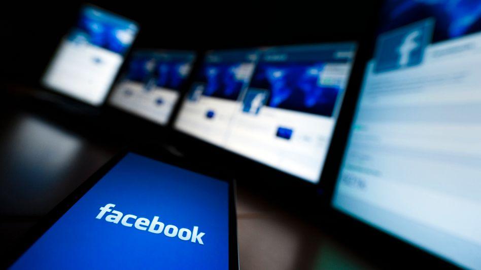 Facebook-Logo auf Smartphone: Werbeeinnahmen um 41 Prozent gesteigert