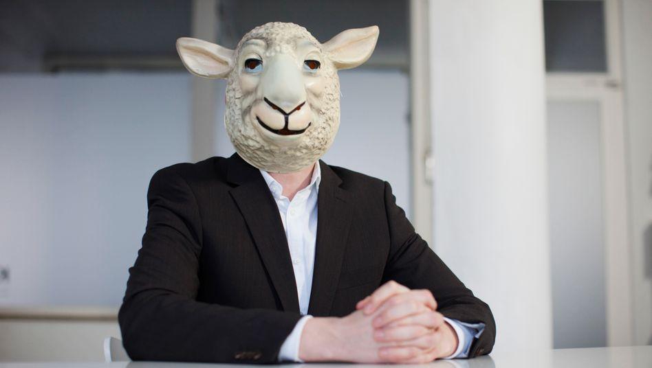 Wer angibt, Schaf zu sein, sollte auch Gras fressen können