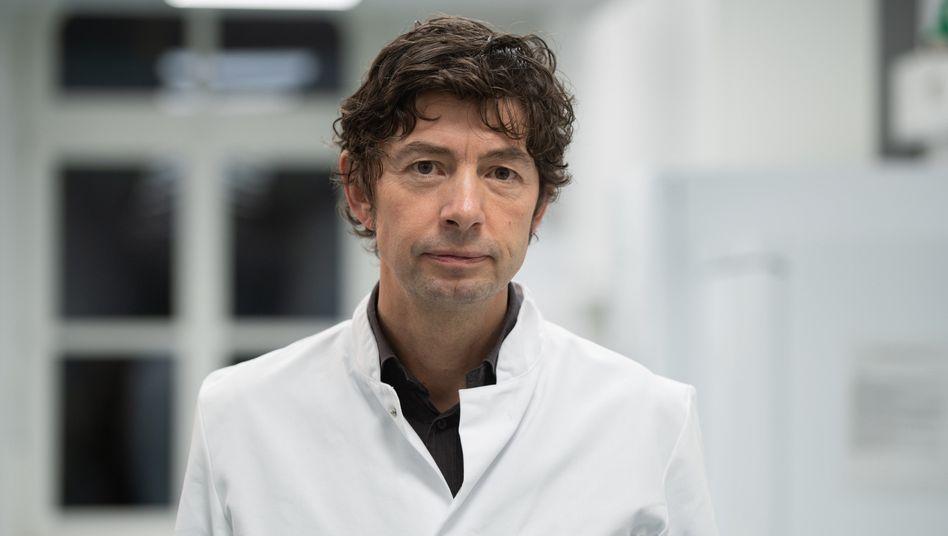 """Christian Drosten, Direktor des Instituts für Virologie an der Charité in Berlin: """"Jetzt kennen wir das Virus genauer"""""""