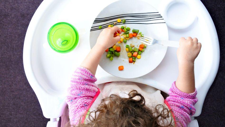 Nur Gemüse auf dem Teller (Symbolbild): Das betroffene Kind ist jetzt in der Obhut von Verwandten