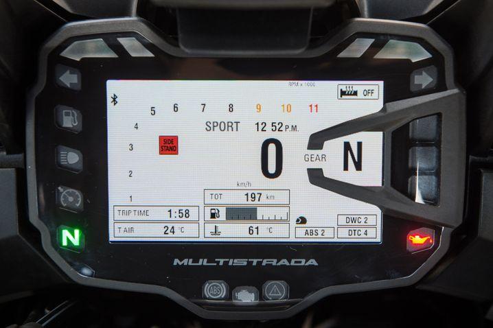 Übersichtlich: 5-Zoll-TFT-Farb-Display der S-Version