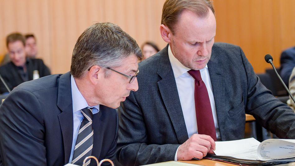 Hamburgs Innensenator Andy Grote (SPD) (r), und Ralf Meyer (l), Hamburger Polizeipräsident