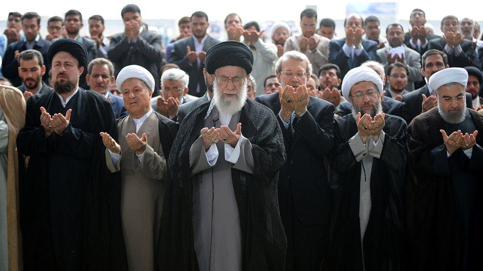 Ajatollah Ali Khamenei bei seiner Rede: Auf Konfrontation mit den USA