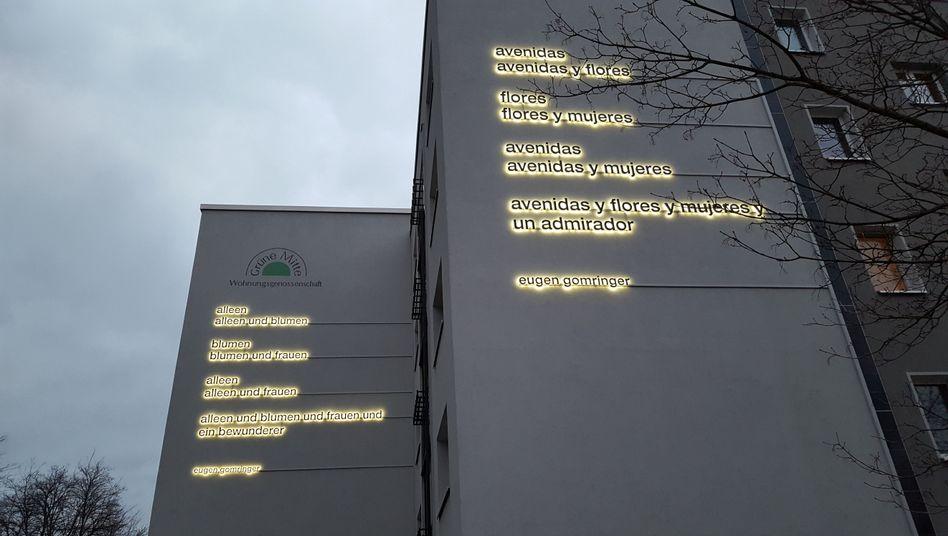 """Das Gedicht an zwei Fassaden der Wohnungsgenossenschaft """"Grüne Mitte"""" Hellersdorf"""