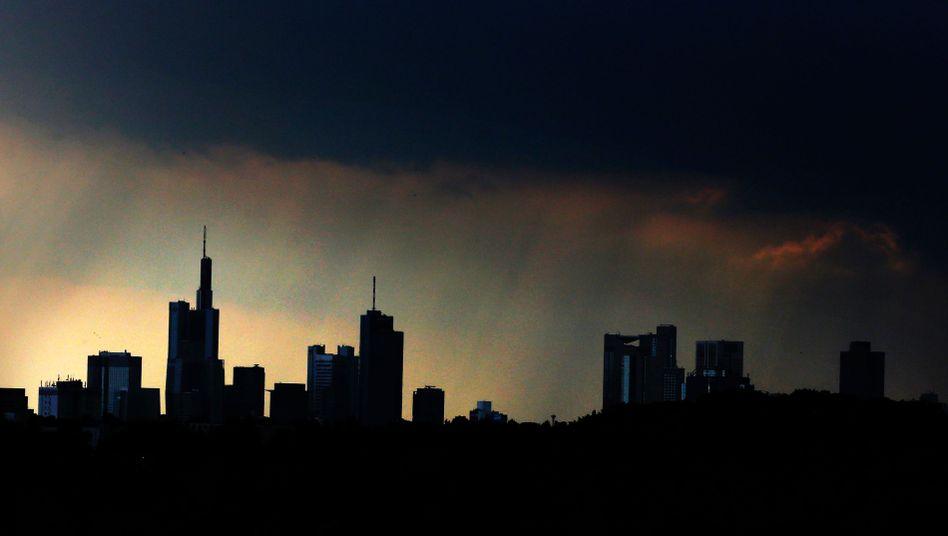Morgengrauen über Frankfurter Banken-Skyline: Lehren aus der Finanzkrise