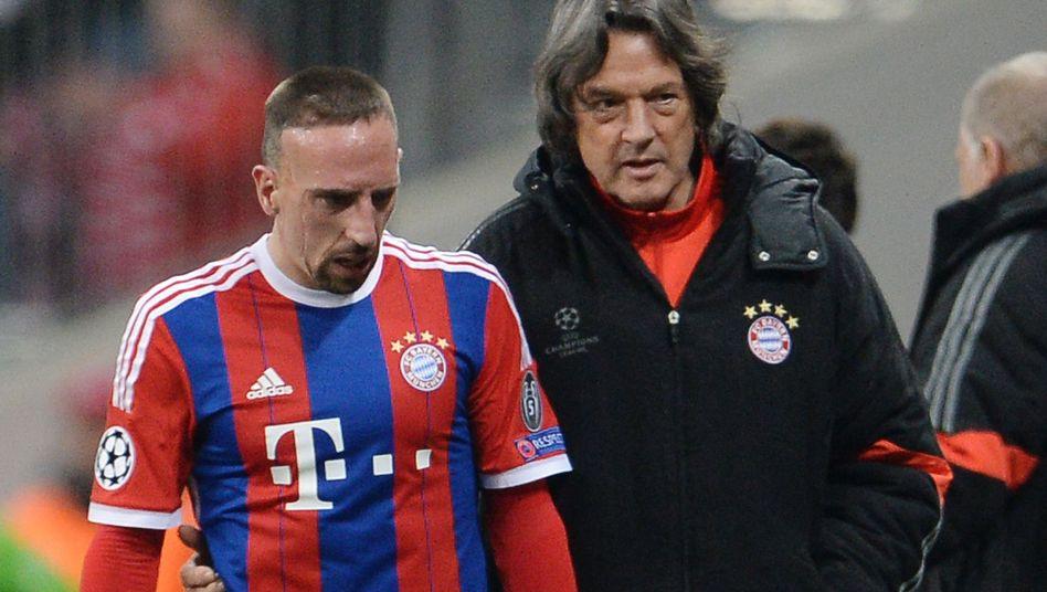 Bayern-Spieler Ribéry (l.), Arzt Müller-Wohlfahrt: Ärger um Behandlungsdauer