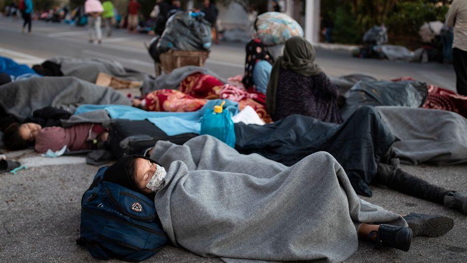 Nach dem Feuer in Moria: Flüchtlinge schlafen auf der Straße
