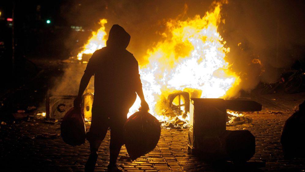 Mai-Proteste: Brennende Barrikaden im Schanzenviertel