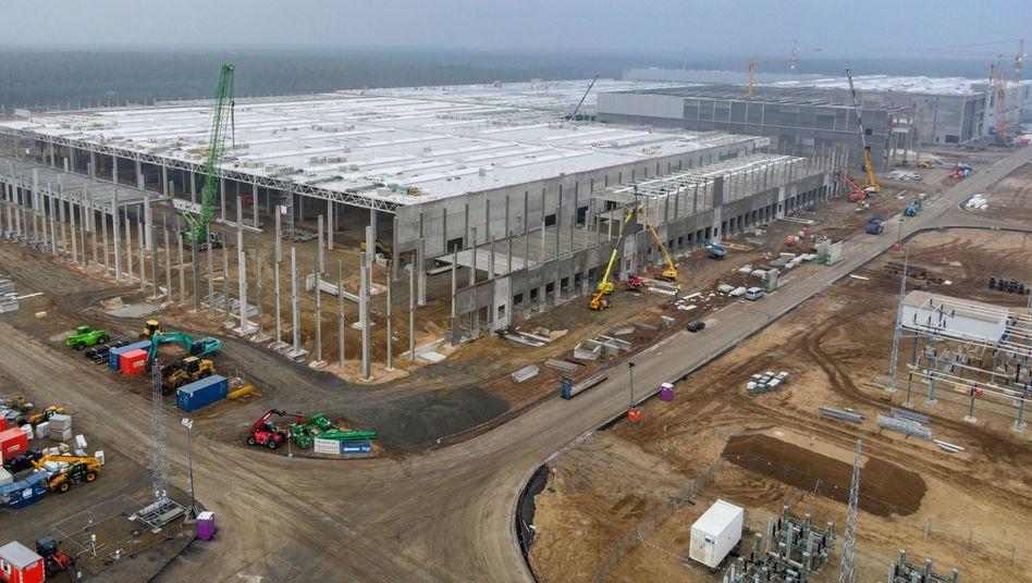 Im Bau befindliche Tesla-Fabrik in Grünheide