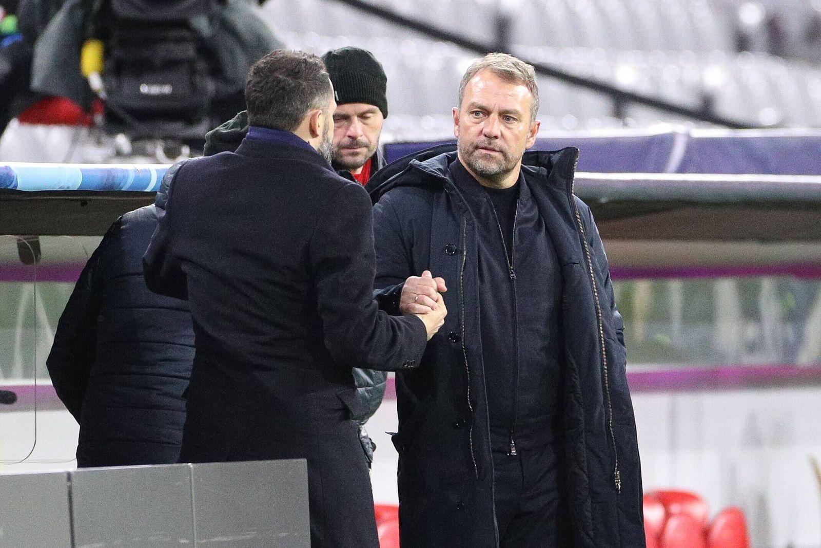 l-r: Sportdirektor Hasan Salihamidzic (FC Bayern Muenchen) und Chef-Trainer Hansi Flick (FC Bayern Muenchen) klatschen