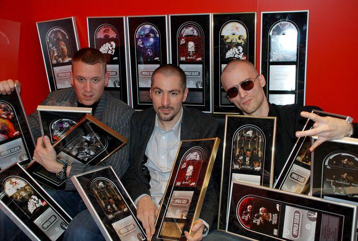 Ernte: Auf der Musikwoche Midem 2008 sammelten die Aggro-Berlin-Gründer Spaiche, Halil und Specter (v.l.n.r.) 20 Gold- und Silber Awards für Alben und Singles ihres Labels ein. Kurz darauf machten sie Schluss