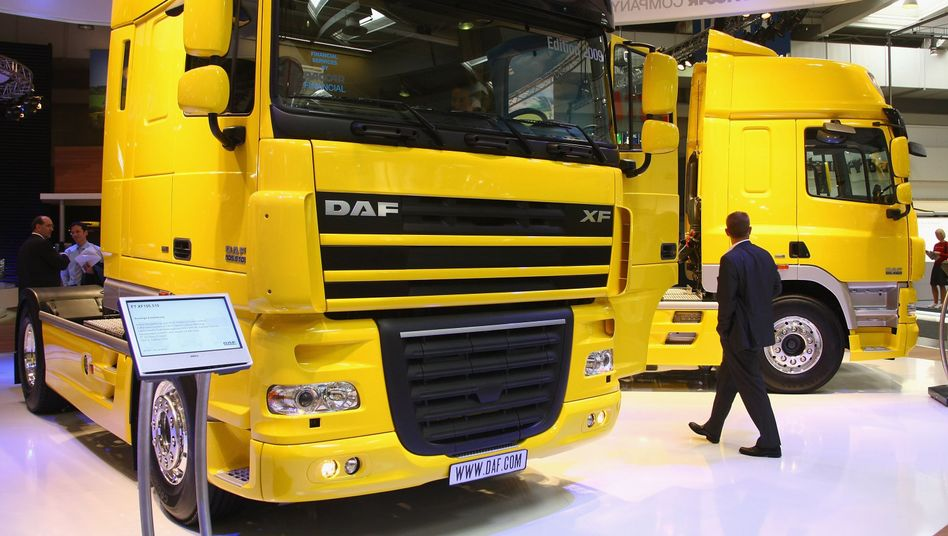 Lkw auf der IAA Nutzfahrzeuge: Ab Ende 2013 müssen neue Assistenzsysteme an Bord sein