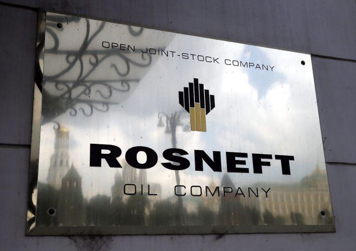 Rosneft-Logo an der Zentrale in Moskau