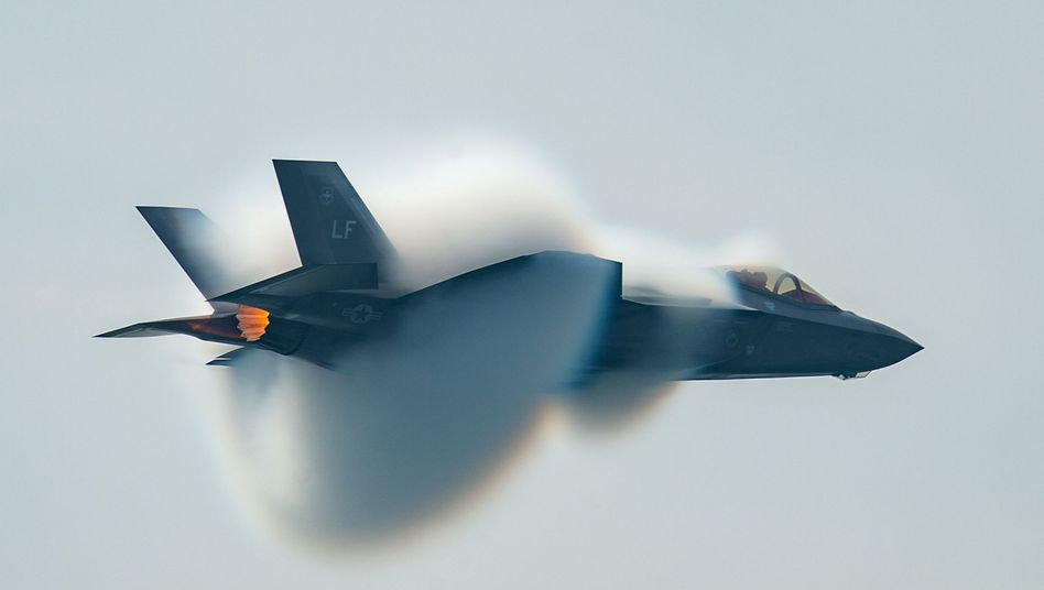 F-35-Kampfflugzeug der US-Luftstreitkräfte bei einer Flugshow in Toronto 2018