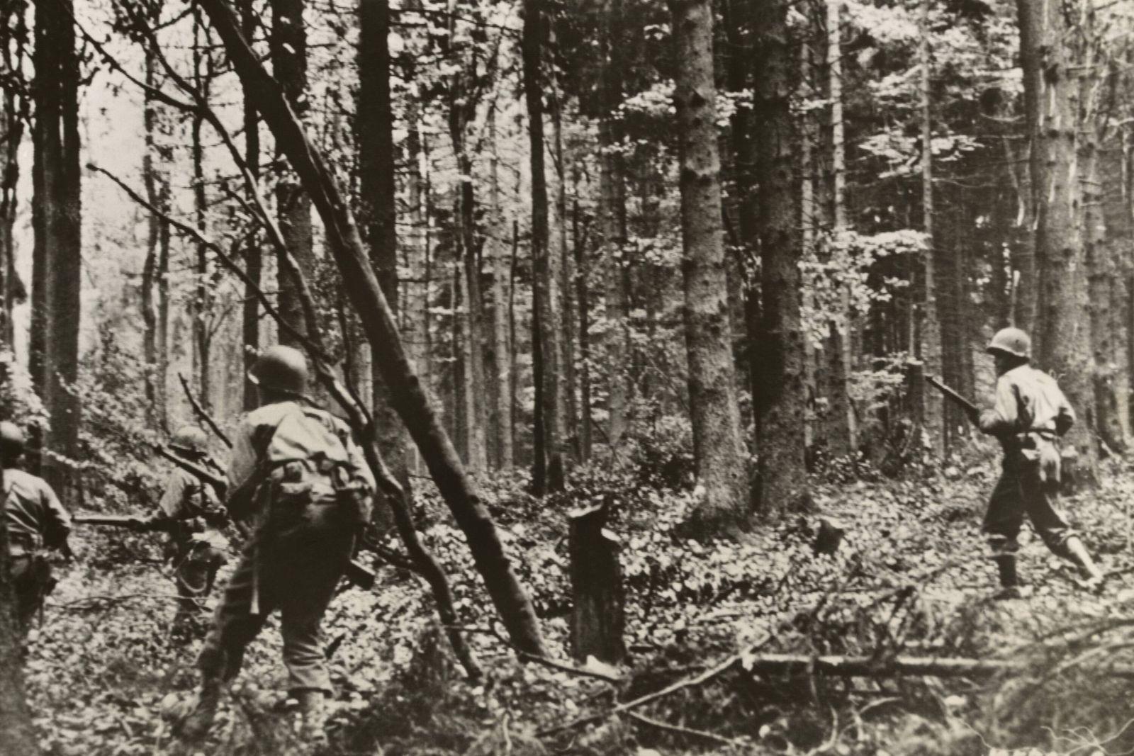 American infantrymen fighting in the German Hurtgen Forest near Vossenack. Nov. 9, 1944. In the Battle of Hurtgen Forest