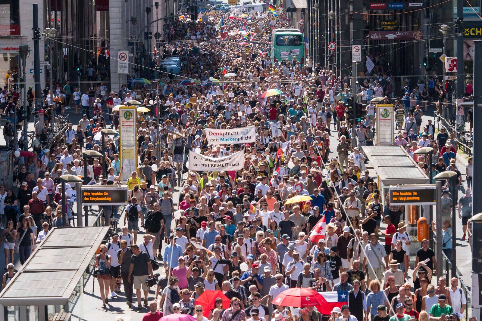 Berlin, Anti-Corona-Protest Deutschland, Berlin - 01.08.2020: Im Bild ist der Anfang des Anti-Corona-Protest auf der Fr