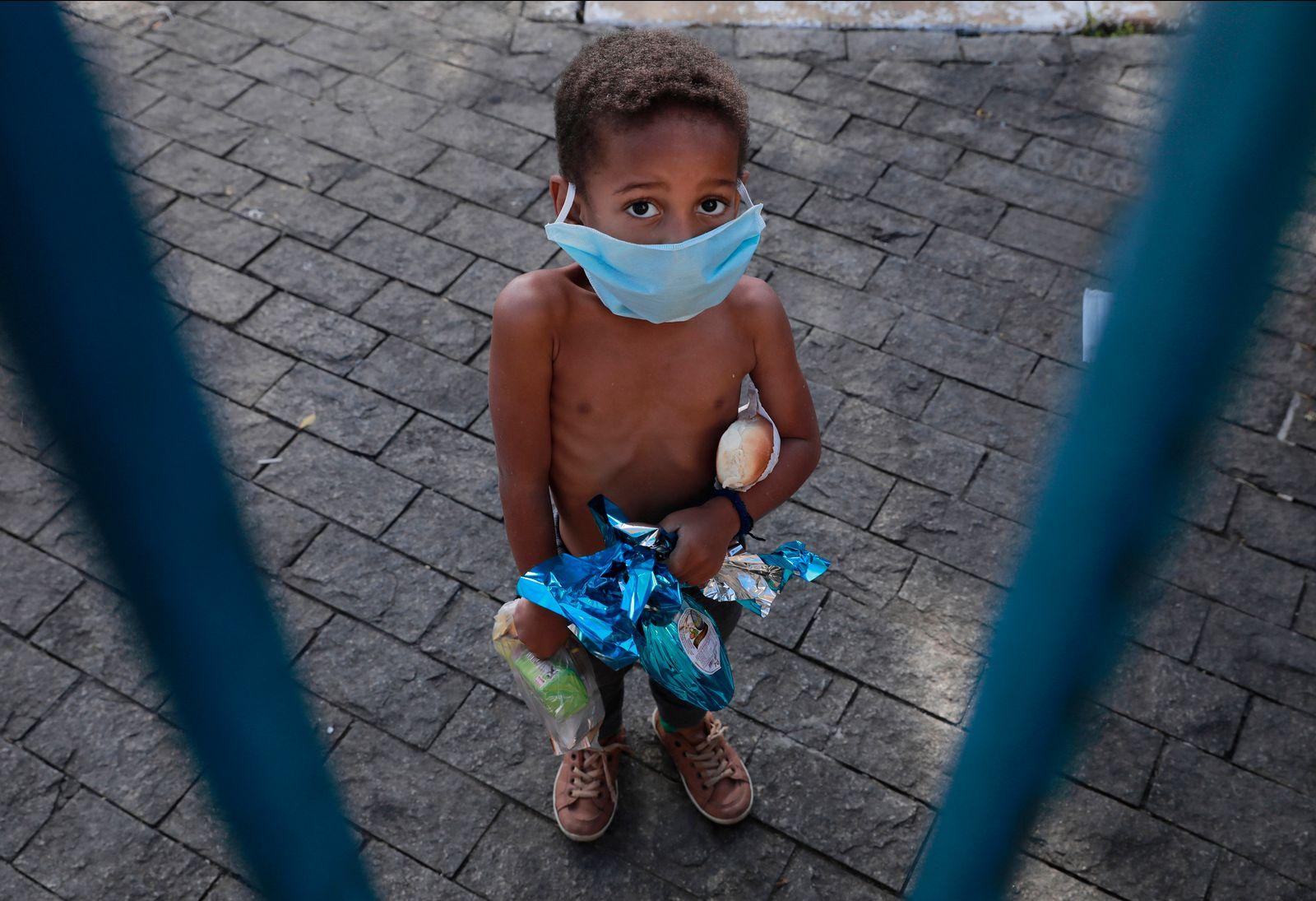 *** BESTPIX *** Food Distribution at Paroquia Sao Miguel Arcanjo da Mooca Amidst the Coronavirus (COVID - 19) Pandemic