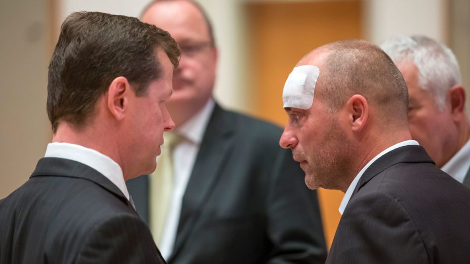 FDP-Politiker Marian Koppe (r.): Platzwunde am Kopf