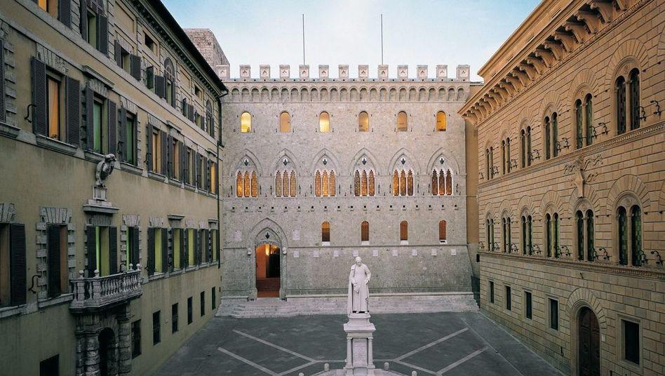Eingang zur Bank Monte dei Paschi di Siena: Vier Milliarden Euro Staatshilfe