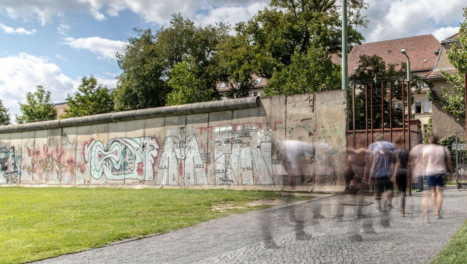 Gedenkstätte Berliner Mauer an der Bernauer Straße: Viele Deutsche sehen noch große Unterschiede zwischen Ost und West