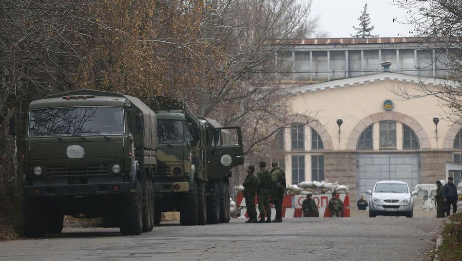 Truppentransporter nahe der Separatistenhochburg Donezk: Russische Intervention?