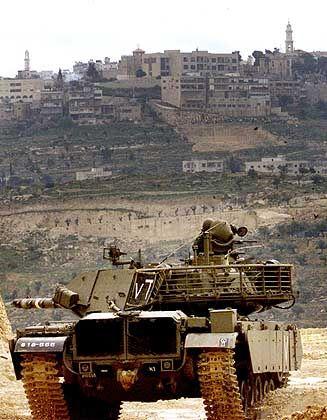 Israel zeigt sich unbeeindruckt von der wachsenden internationalen Kritik: Panzer in Betlehem
