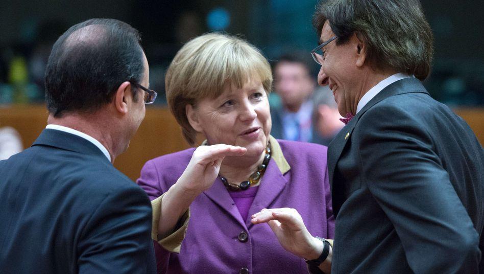 Merkel mit Frankreichs Präsident Hollande und Belgiens Premier di Rupo: Die Kanzlerin dämpft die Erwartungen