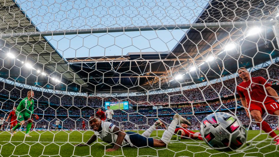 Englands Raheem Sterling (am Boden) im Spiel gegen Dänemark: Exzellente EM