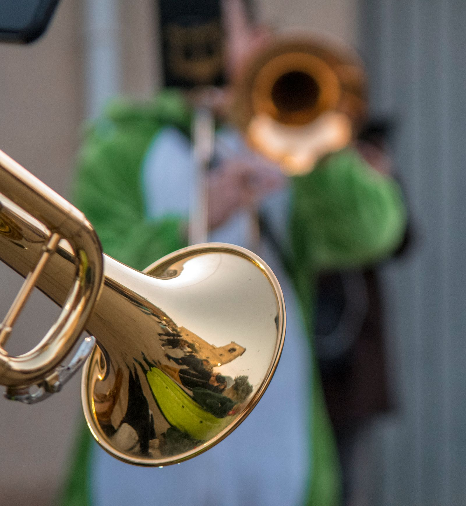 The trumpet, the cornet and the carnival party