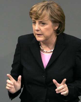 Merkel im Bundestag: Lob für die Agenda 2010