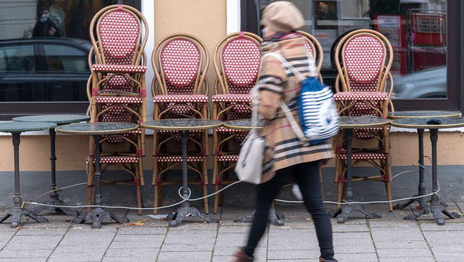 Ein geschlossenes Café in München während des Teil-Lockdowns