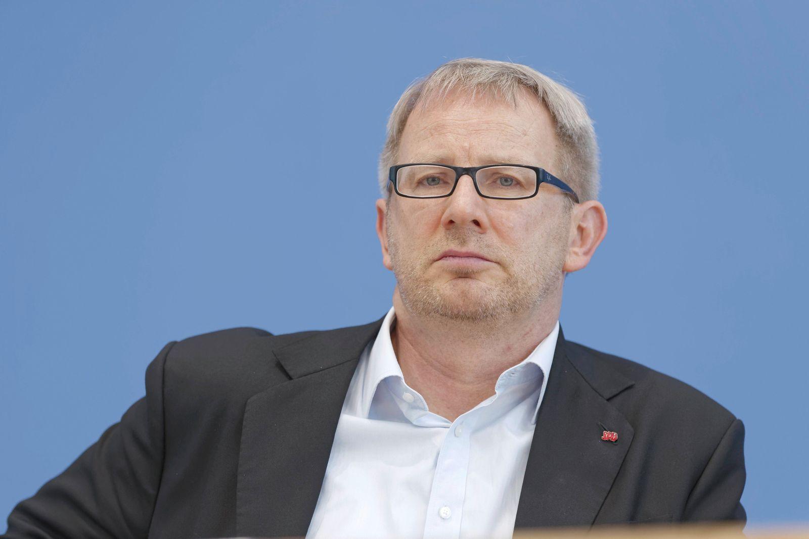 Johannes Kahrs 2018-06-28, Berlin, Deutschland - Regierungs- und Oppositionsparteien unterrichten die Bundespressekonfe