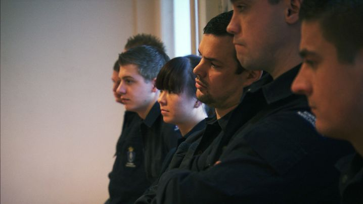 Rekruten der Royal Netherlands Marechausse bei der Schulung für Deportationen