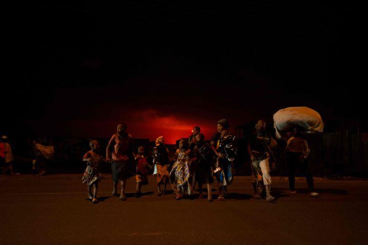 Flucht vor der Lava: Die Einwohner von Goma packten am Samstagabend ihre Sachen