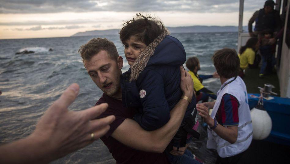 Flüchtlinge auf Lesbos: Noch immer kommen Tausende