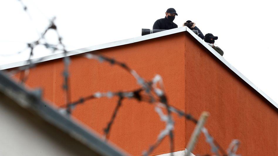 Sicherheitskräfte in Belarus (am 12. August): Der Widerstand im Land ist groß - nun gibt es ein erstes Einlenken