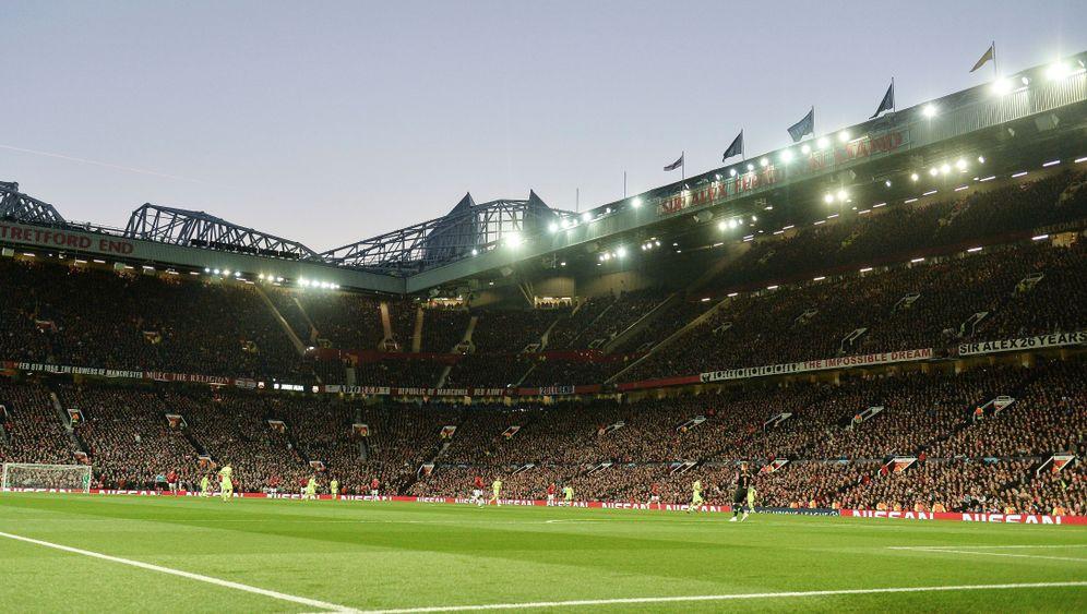 Barcas Sieg in Manchester: Unglücklicher Shaw, blutender Messi
