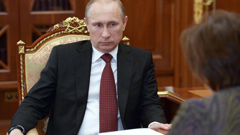 Der russische Präsident am Freitag im Kreml: Putin fordert zu Dialog auf