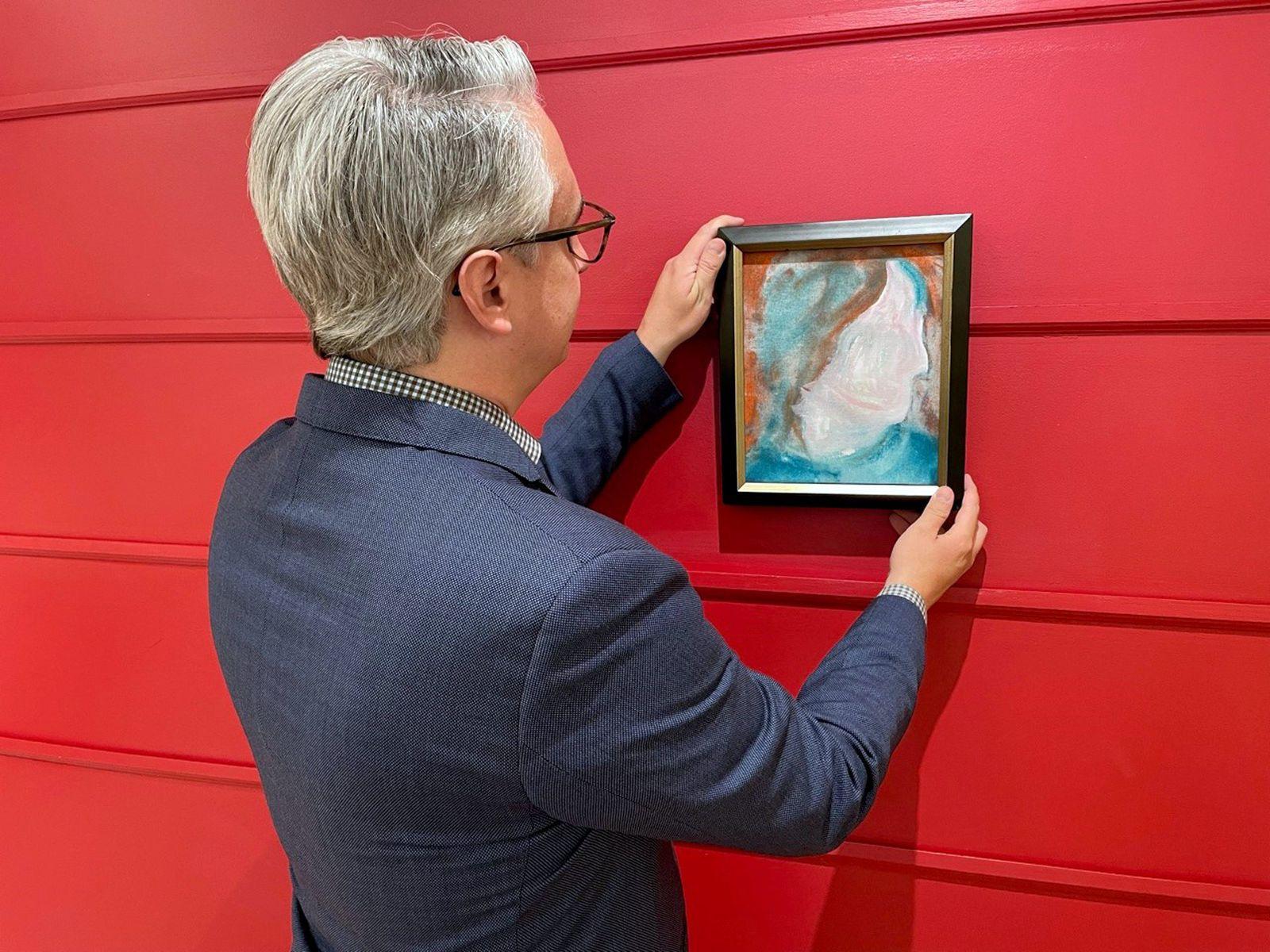 In Spendenzentrum entdecktes Bowie-Gemälde wird versteigert