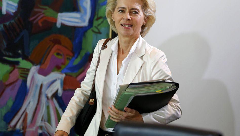 Verteidigungsministerin Ursula von der Leyen: Will augenscheinlich eine dramatische Finanzsumme aus der öffentlichen Diskussion verschwinden lassen.