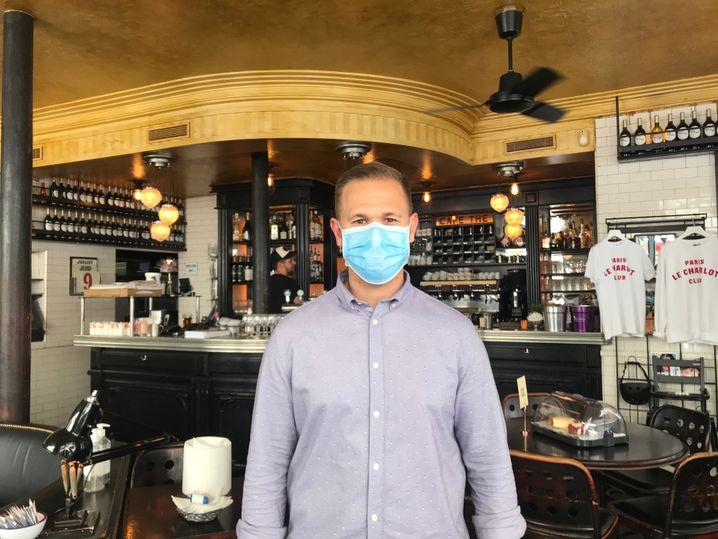 Eduardo Scarabel, Direktor des Café Charlot: Er wird seine Kellner bald in den Urlaub schicken