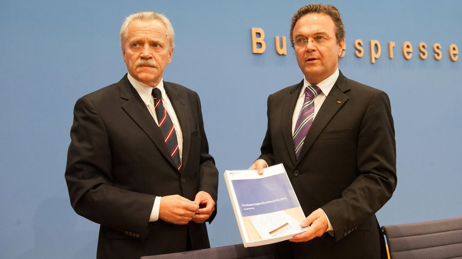 Verfassungsschutz-Chef Fromm und Innenminister Friedrich: Warnung vor Rechtsterror