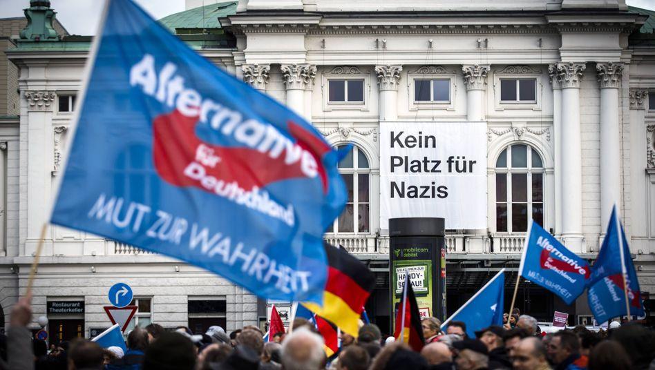 AfD-Kundgebung am Hamburger Hauptbahnhof, Protestplakat am Deutschen Schauspielhaus (2016)