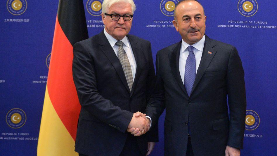 Bundesaußenminister Steinmeier mit dem türkischen Außenminister Cavusoglu