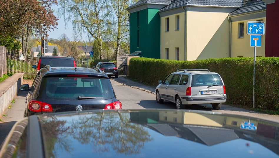 """Parkplatznot vor der Kita """"Pünktchen"""" in Neukirchen"""